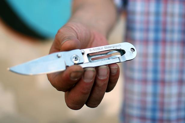 Нож - подарок из тюрьмы.