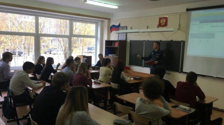 Профессионалы МЧС провели открытые уроки вшколах